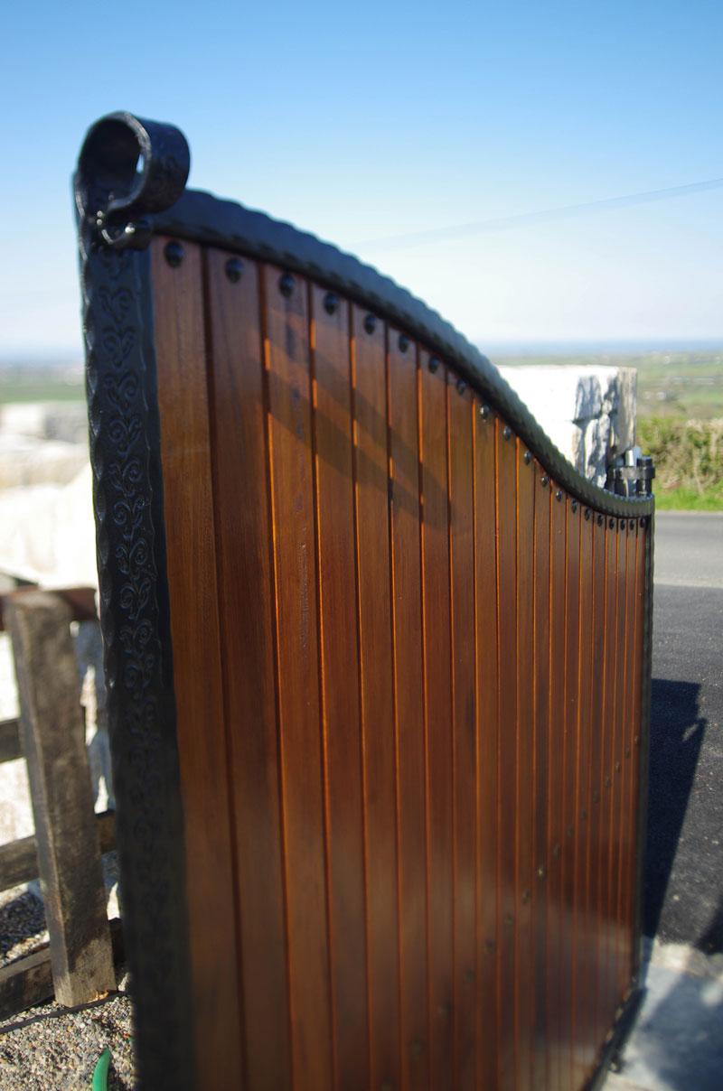 gates-detail